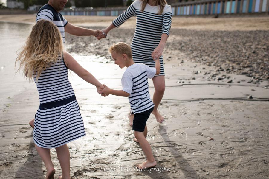 Séance photo famille en bord de mer à Saint Briac
