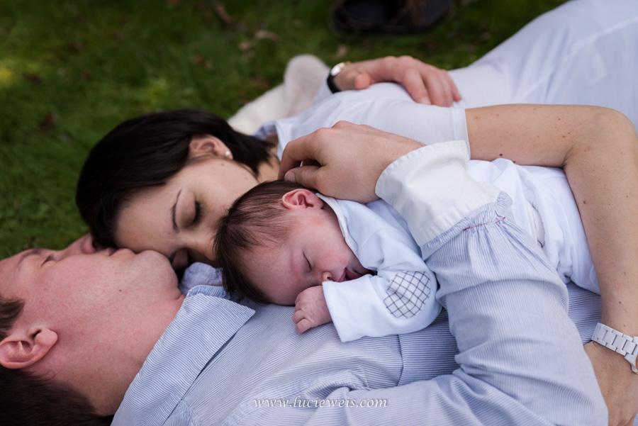 photo câlin bébé avec papa et maman à fougères